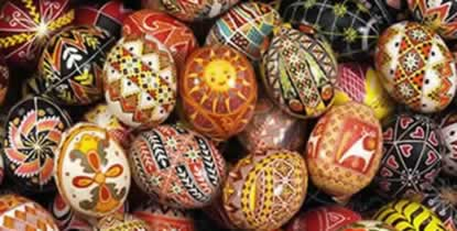 Beautiful pysanky design by Joan Brander of babasbeeswax.com